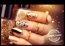 Poster A3: Golden Glitter Nails